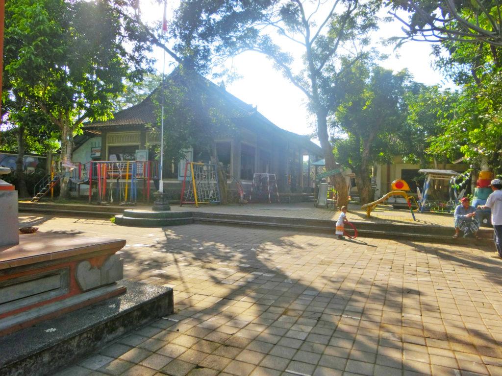 マス村の学校「サリンラレ」